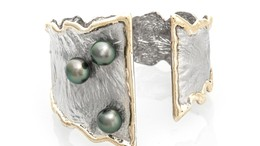 Thumb dancing pearls cuff   cropped