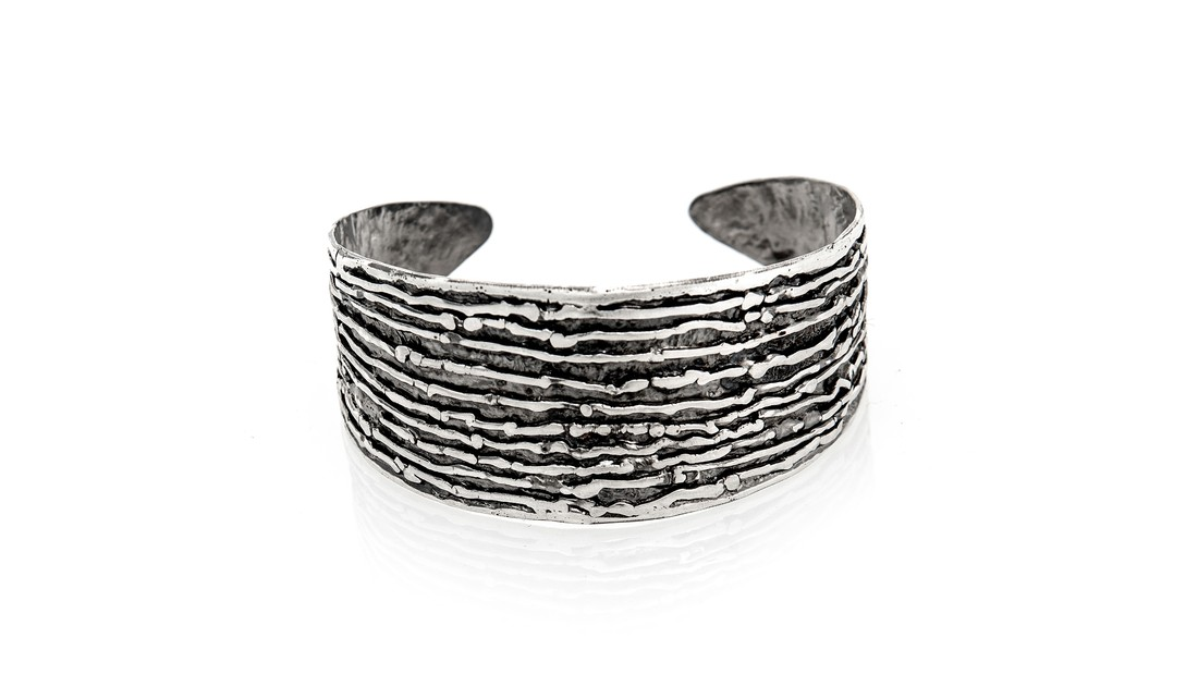 Lg image tapered ridges cuff   cropped