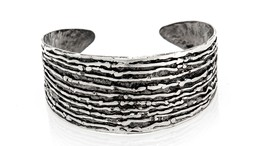 Thumb tapered ridges cuff   cropped